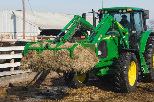 John Deere | Frontier™ Loader Equipment | Frontier™ Manure Forks with Grapple