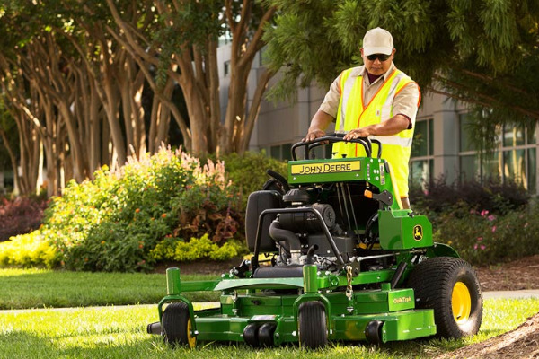 John Deere | Commercial Mowers | QuikTrak™ Stand-On Mowers