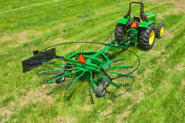 John Deere | Raking Equipment | Frontier™ Rotary Rakes