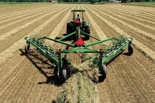 John Deere | Raking Equipment | Frontier™ High-Capacity Wheel Rakes