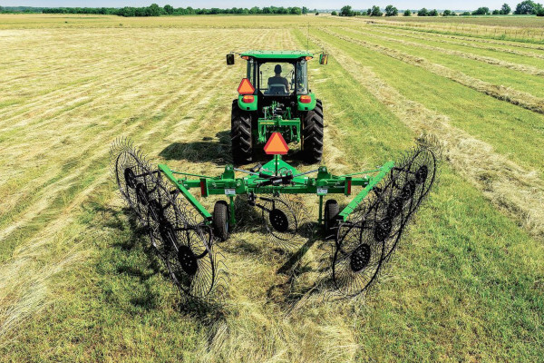 John Deere | Raking Equipment | Frontier™ High-Capacity Carted Wheel Rakes