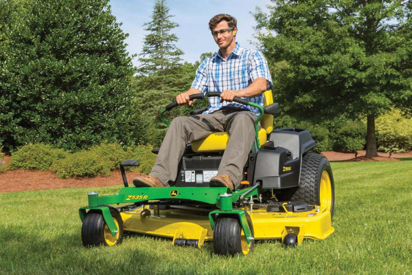 John Deere | ZTrak™ Zero-Turn Mowers | Z500 Series