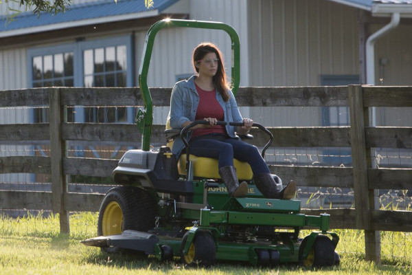John Deere | ZTrak™ Zero-Turn Mowers | Z700 Series
