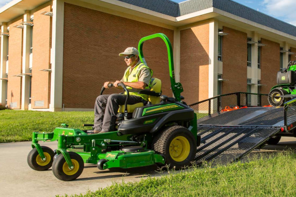 John Deere | ZTrak™ Zero-Turn Mowers | Commercial Z900 Series