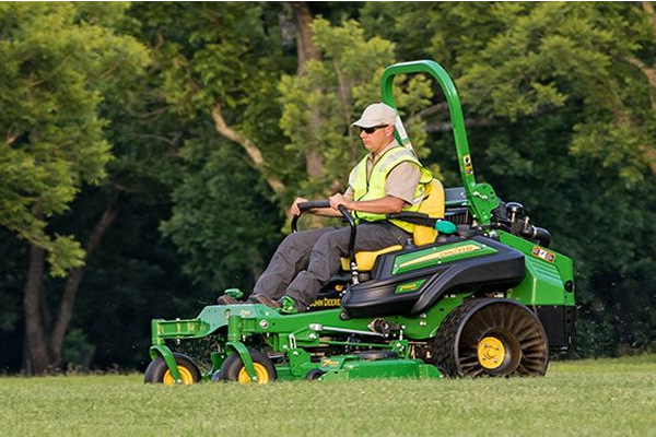 John Deere | Commercial Mowers | ZTrak™ Zero-Turn Mowers