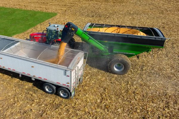 Unverferth | Grain Handling | 60 Series Corner-Auger Grain Carts