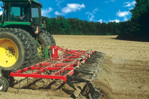 Unverferth | Seedbed Tillage | Perfecta® Field Cultivators