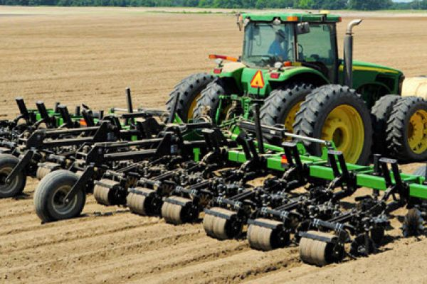 Unverferth | Seedbed Tillage | Ripper-Stripper® Strip-Till Subsoiler